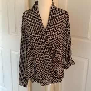 High low blouse, snap in front. Flattering shape